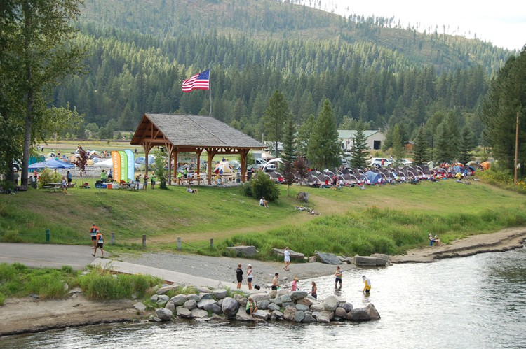 2010 camp along the river 02